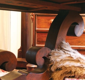 This is a detail of my writing table's rounded lyre-shaped supports.