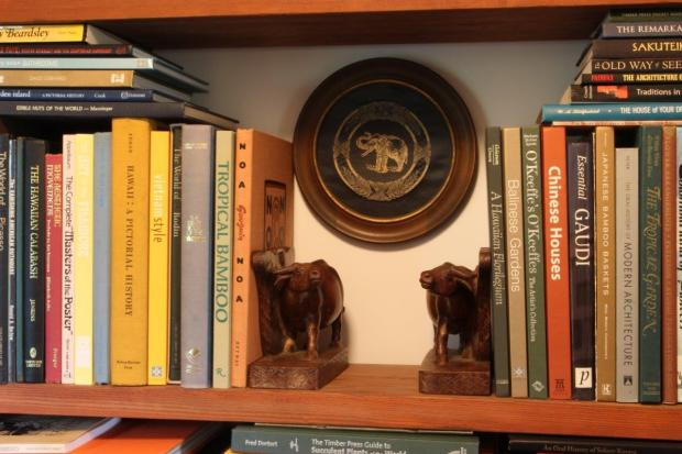 Here the ox bookends are used to their best advantage because not only are they going in the same direction—they are also looking toward each other—nice!