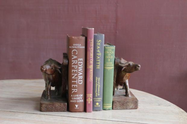 These ox bookends are not so straightforward, because even though the oxen are moving in the same direction, they are looking in different directions.