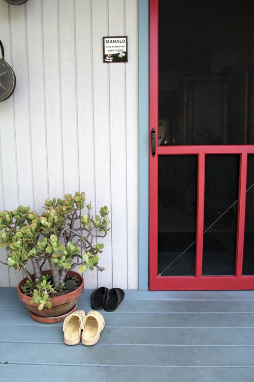 Red Screen Door. Feng Shui for Hawaii. Photo by Steve Mann.